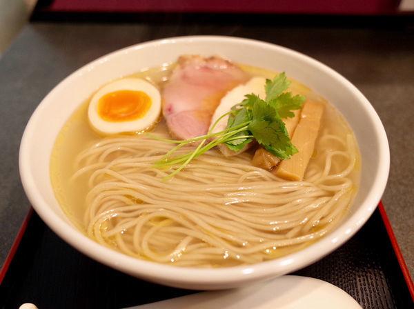 「丸鶏塩らぁ麺…850円」@らぁ麺 幸跳の写真