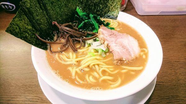 「ラーメン(麺硬め・味濃いめ・油少なめ)+海苔(クーポン)」@うまいヨ ゆうちゃんラーメンの写真