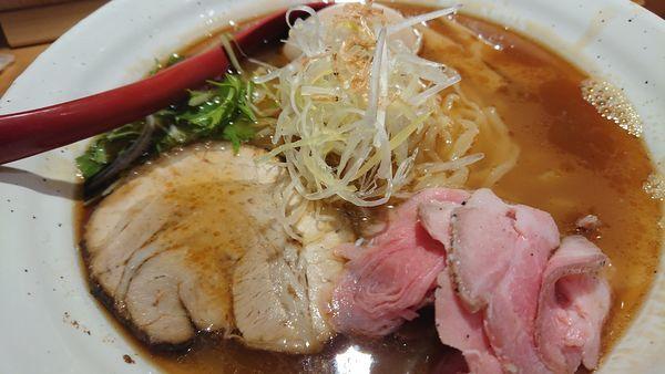 「焼きあご塩らー麺(味玉、大盛)」@焼きあご塩らー麺 たかはし 上野店の写真