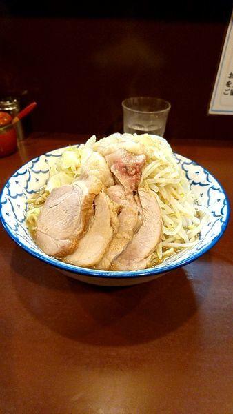 「豚ラーメン大盛980円野菜背脂増し味濃いめ」@らーめん陸の写真