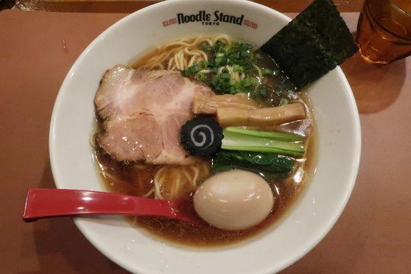 「味玉KUROSHIO煮干しラーメン(醤油) 950円」@Noodle Stand Tokyoの写真