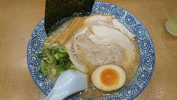 「醤油とんこつラーメン 680円」@二代目丸源 松本店の写真