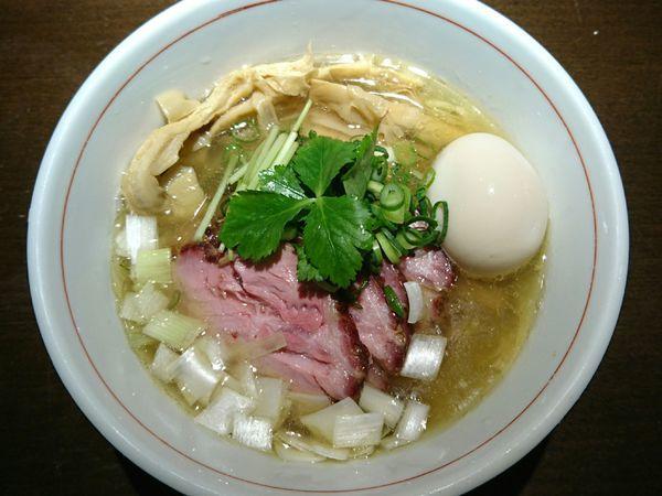 「地鶏中華そば(塩、手揉み麺)」@麺や 虎徹の写真