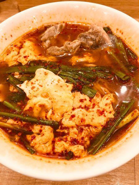 「辛麺(中華麺 5辛)¥850+ナンコツ ¥250」@辛麺屋 一輪の写真