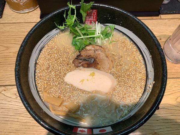 「RYUS鶏白湯ラーメン900円」@RYUS NOODLE BARの写真