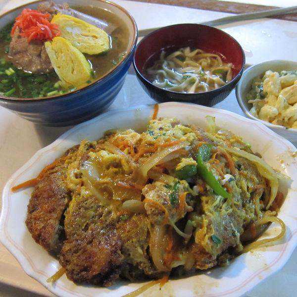 「ソーキそば 700円 + カツ丼 750円」@波布食堂の写真
