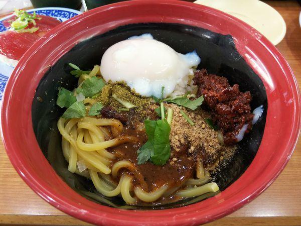 「汁なし担々麺 ※三つ葉あり」@無添 くら寿司 松本渚店の写真