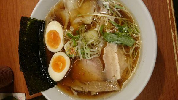 「全部入り鶏だし醤油 中華そば」@東京の中華そば ちよがみの写真