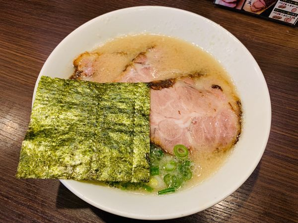 「半ちゃーしゅー麺」@らーめん専門店 小川 町田小山本店の写真