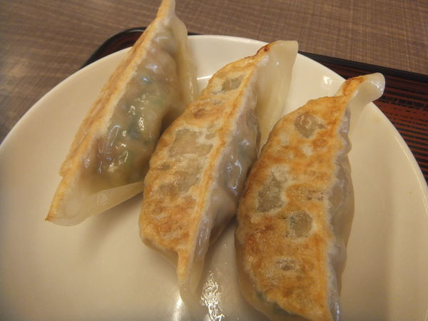 「半餃子190円+税(クーポンで無料)魚介醤油つけめん669円」@めん王 若柴店の写真
