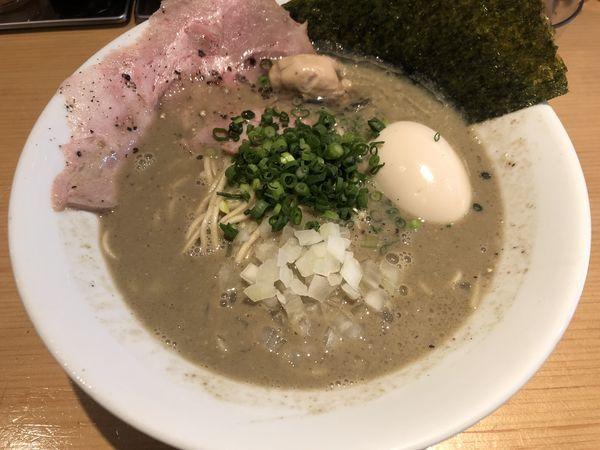 「味玉濃厚牡蠣煮干中華そば 牡蠣ニボ(1000円)」@麺屋 まほろ芭の写真