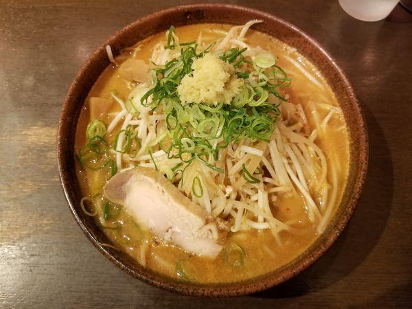 「炙り辛味噌+もやし増し」@真武咲弥 渋谷店の写真
