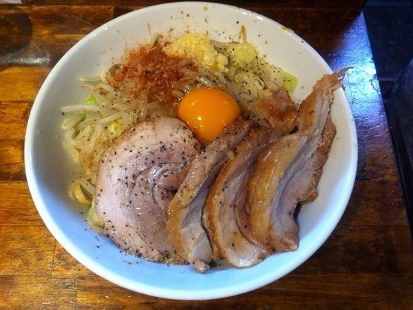 「肉増しまぜそば醤油 野菜+ニンニク+カラメ」@麺処 MAZERUの写真
