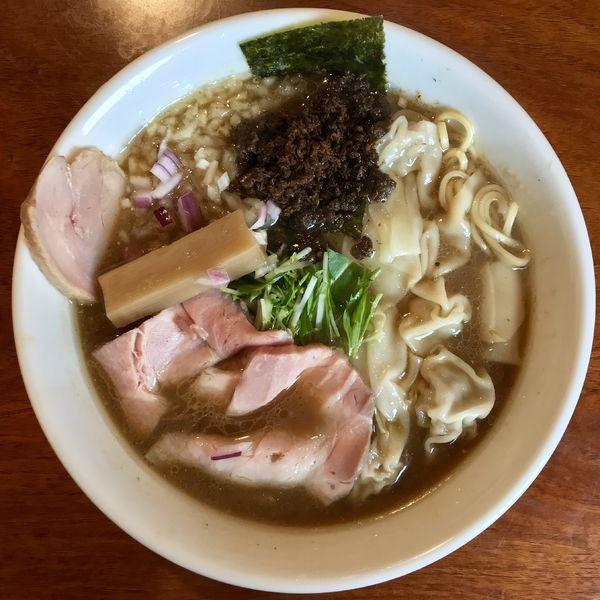 「煮干しらぁ麺 ¥750円(ワンタン+150円)」@らぁ麺 亀我楽の写真
