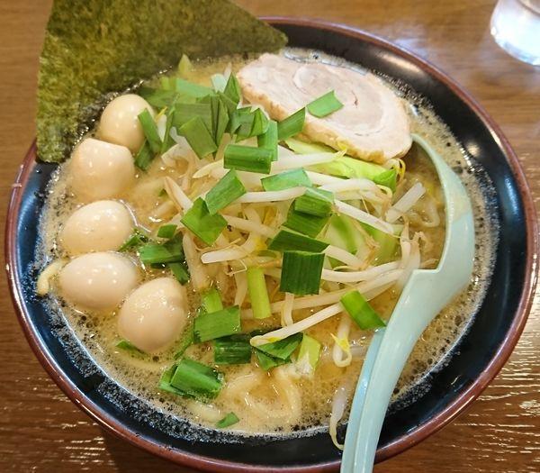 「味噌ラーメン+うずら(880円)」@横浜家系ラーメンとりとんの写真