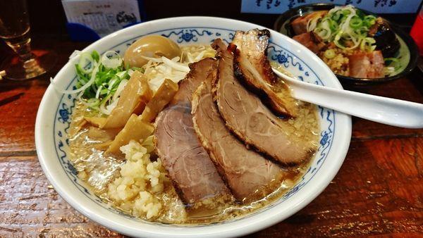 「肉の日限定/下田さん家の豚で肉汁つけ麺+下田さん家の豚で煮豚」@五ノ神精肉店の写真