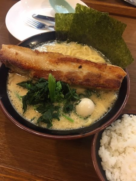 「メガトンラーメン(並・醤油) 990円 麺ヤワ」@横浜家系ラーメンとりとんの写真