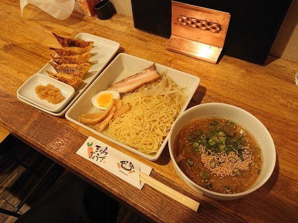 「つけ麺(味噌)、三島ぎょうざ」@三代目十八番やの写真