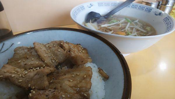 「カルビ丼(小)とモヤシラーメン」@戸隠そばの写真