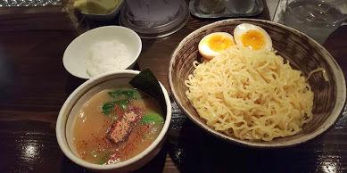 「つけ麺+味玉、サービスライス」@天虎の写真