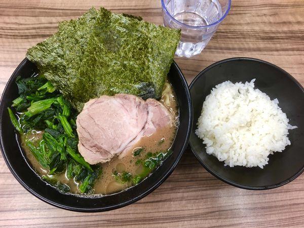 「ラーメン¥650+ホーレン草¥100 (ライス無料)」@家系らーめん 武蔵家 川越店の写真