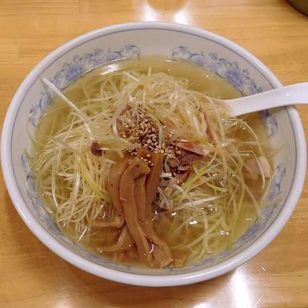「ネギ塩ラーメンと餃子(1玉 税別 730円)」@ぎょうざの満洲 中河原駅前店の写真