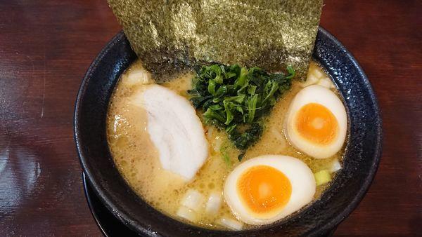 「味玉醤油ラーメン 750円」@らーめん わらい屋の写真