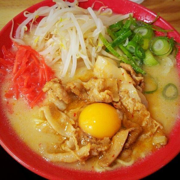 「徳島風肉盛りらぁめん 890円」@濃厚ラーメン こっこ屋の写真