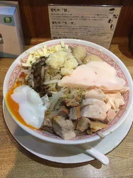 「黒まぜそばDX(1030円)」@麺屋桜木の写真
