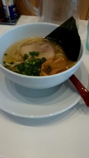 「塩らぁめん(ハーフ)」@らぁ麺食堂 吉凛の写真
