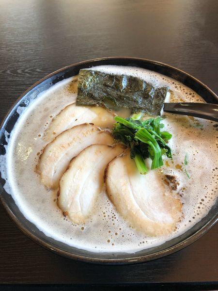 「チャーシュー麺大盛、硬め」@家系ラーメン 麺家 麺達の写真