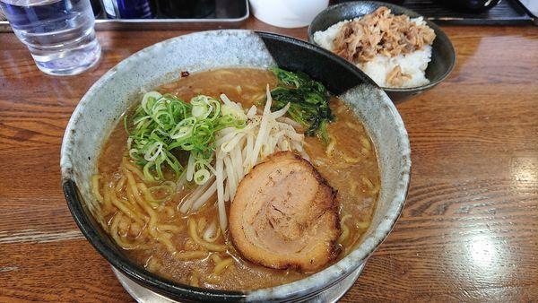 「黒豚麺・豚めし中」@らーめん次男坊の写真