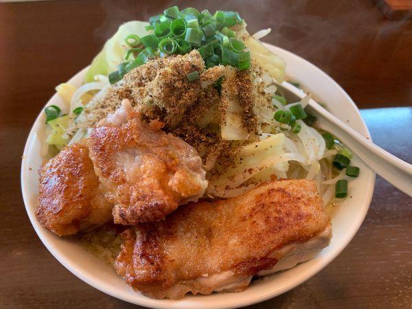 「とり郎(普通150g) 野菜 魚粉トッピング 鶏プラス1」@自家製麺 鶏八朗の写真