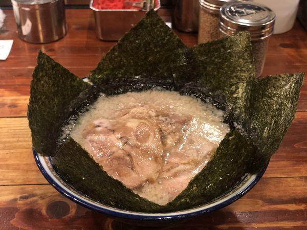 「チャーシュー麺 のりトッピング」@にんにくや 堀之内店の写真