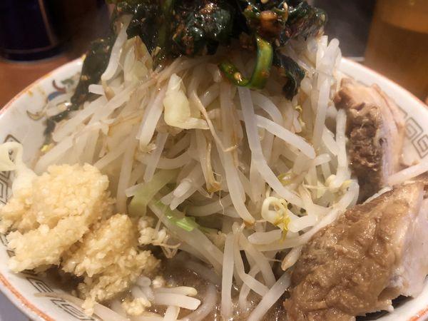 「小ラーメン(野菜マシ・ニンニク) 辛ニラ」@ラーメン豚山の写真