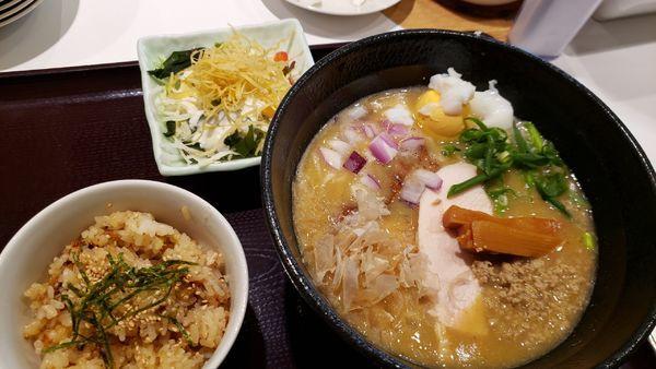 「鶏めし定食880円☆」@石焼・鶏そば 山田鶏屋の写真