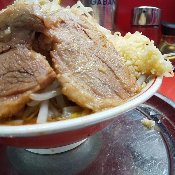 「#小ラーメン #豚入り #750円 #ヤサイニンニクアブラ」@麺でる 戸越店の写真