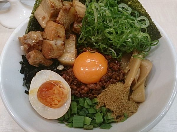「台湾まぜそば・全部のせ」@麺屋こころ 金沢八景店の写真