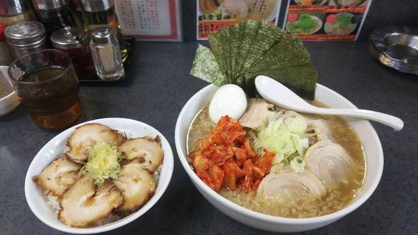「ハッスルラーメン大盛 チャーシュー・キムチ・煮卵・のり」@ハッスルラーメンホンマ 亀戸本店の写真