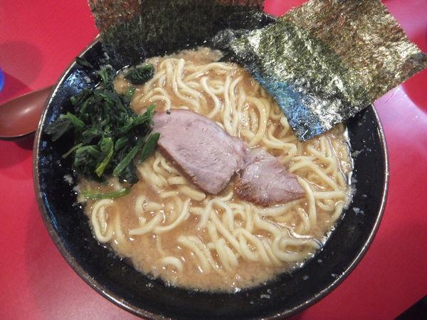 「コテコテラーメン750円中盛無料(麺硬め、味濃いめ)」@家系ラーメン 王道の写真