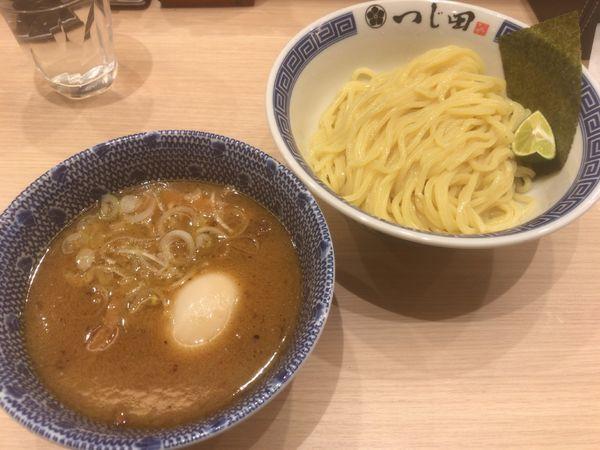 「濃厚味玉つけ麺:980円」@つじ田 池袋西口店の写真