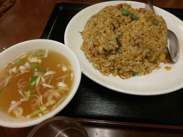 「カレーチャーハン」@とんとん餃子 華苑飯店の写真