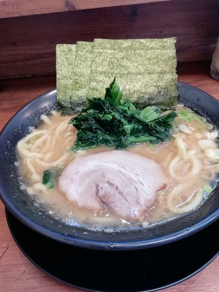 「醤油豚骨ラーメン」@横浜家系ラーメン 鶯家の写真