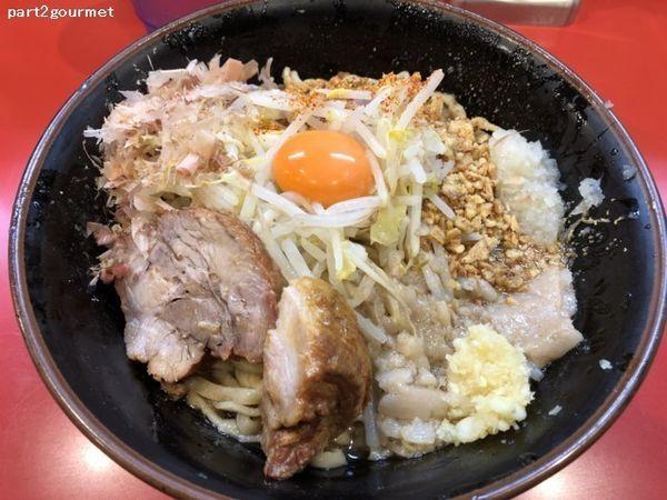 「まぜそば(豚2枚)+たまねぎ 「ニンニクアブラ」(900円)」@麺屋 桐龍の写真