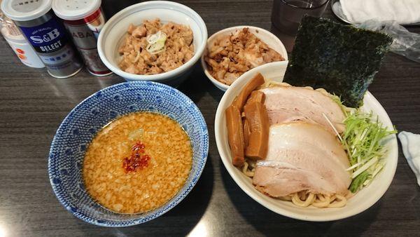 「味噌つけ麺(小)850円+煮豚丼250円+ほぐし豚100円」@ラーメンつけ麺 奔放の写真