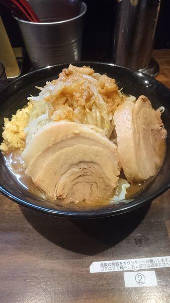 「ラーメン(小)+豚一枚 750+100円」@ガチ盛りラーメン アオイローの写真