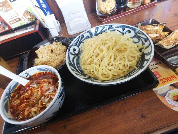 「ピリ辛肉つけ麺&半チャーハン3個餃子(クーポン使用1000円」@伝丸 299号飯能BP店の写真