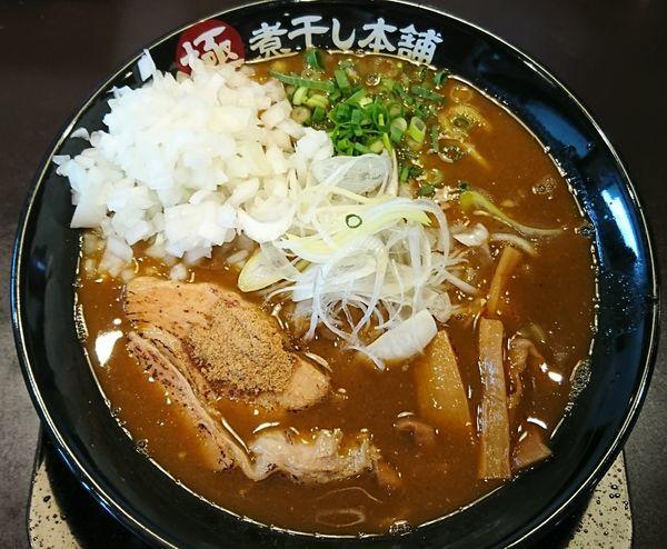 「【期間限定】カレー煮干しラーメン¥820+玉ねぎ増し¥60」@極煮干し本舗 東松山店の写真