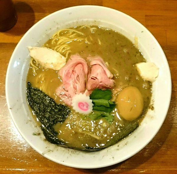 「濃厚煮干中華そば 具沢山」@馳走麺 狸穴の写真