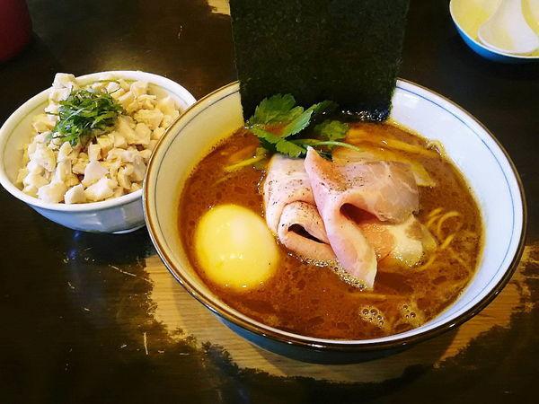 「きまぐれ限定四つ葉ブラック+鶏飯=1200円」@中華そば 四つ葉の写真